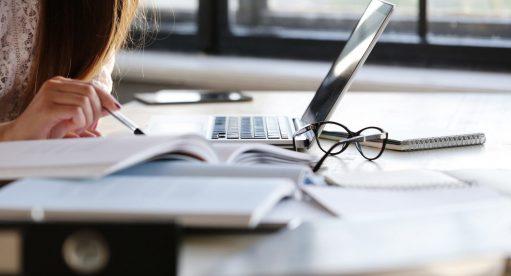 8 dicas de como conciliar trabalho e estudo